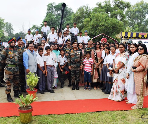 'Know Your Army'- Golden Arrow Division showcased military equipment and band display