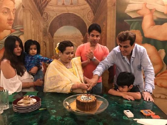 Jeetendra celebrates 78th birthday with family