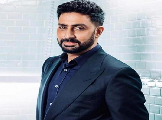 Abhishek takes late night walk in hospital, talks about 'light at the end of the tunnel