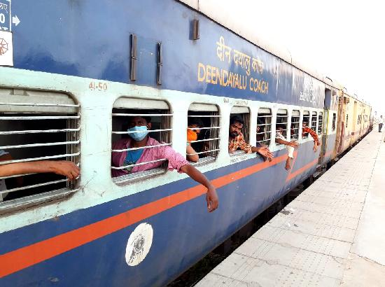 11th Shramik train chugs off from Ferozepur, migrant cheer over arrangements by Punjab Gov