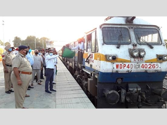 14th Shramik train with 1,600 migrants for Sopor in Bihar chugs from Ferozepur