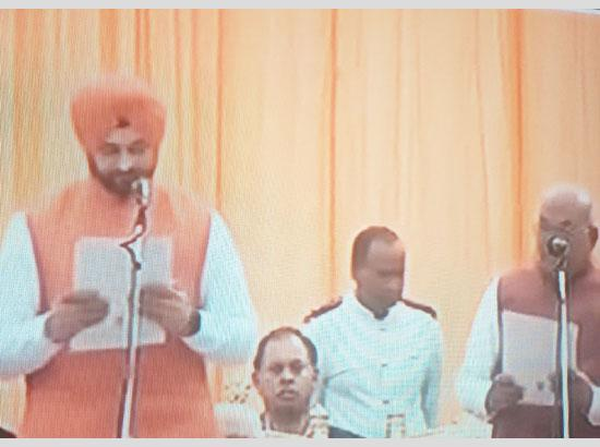 6 inducted as Cabinet and 4 as Ministers of State inducted in Khattar Cabinet