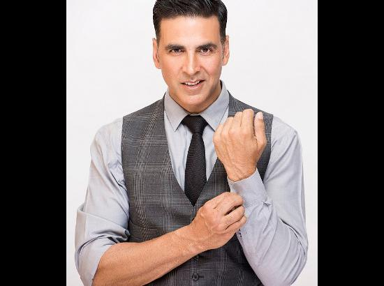 Akshay Kumar to sing on national television for the FIRST time for his show!