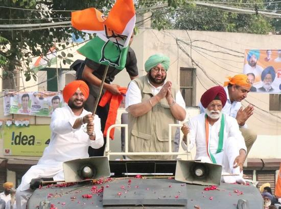 Amarinder flays Sukhbir for putting Punjab's water rights at stake by supporting INLD in H