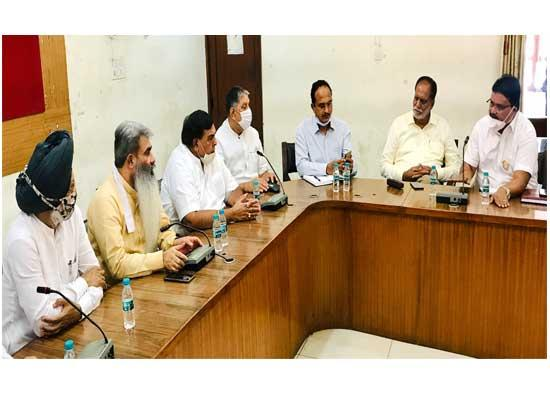Ashu reviews development issues with DC & MC Commissioner