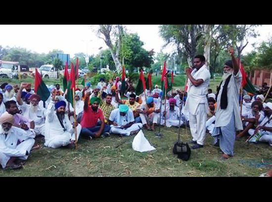BKU(Krantikari) protests against the dilly-dallying attitude of Pb Govt towards farmers' demands