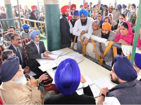 Badal asks Capt. to change his feudal mindset in democratic set-up