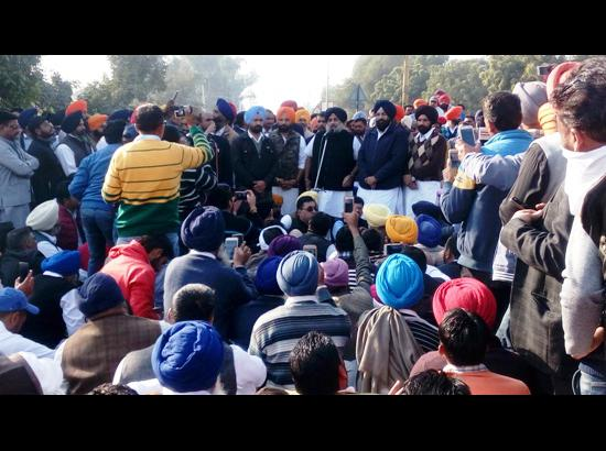 MC Polls: SAD protest in Ferozepur, Sukhbir Badal asks workers to block traffic