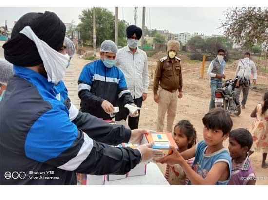 CGC Landran aids the needy daily wagers with food amid COVID-19 crisis!