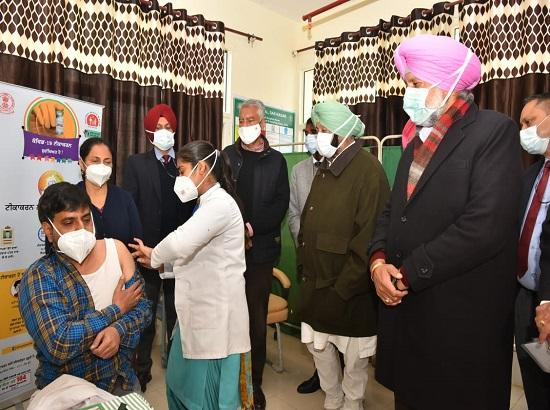 Capt Amarinder rolls out Covid vaccination for 1.74 health care workers in Punjab, 5 get j