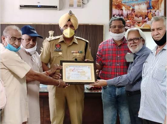 CPUJ honour Bhupinder Singh SSP for excellent services as Corona Warrior