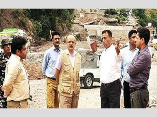 CS visits Ramban, inspects langer, halting sites along NH