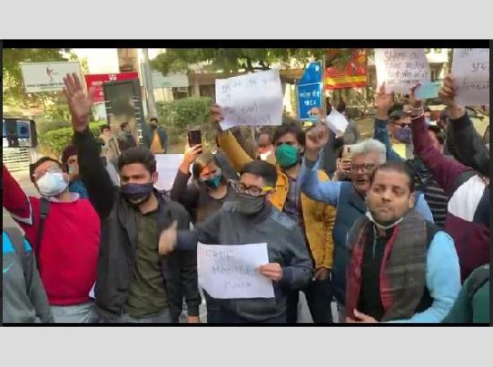 Journalists stage protest outside Delhi Police headquarters, demand release of Punia