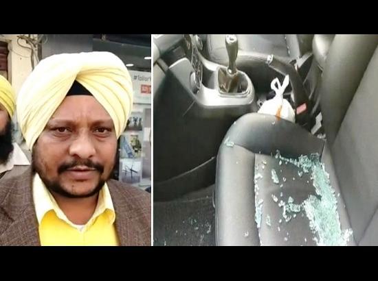 Amid high alert, thieves break car window, steal cash in border town