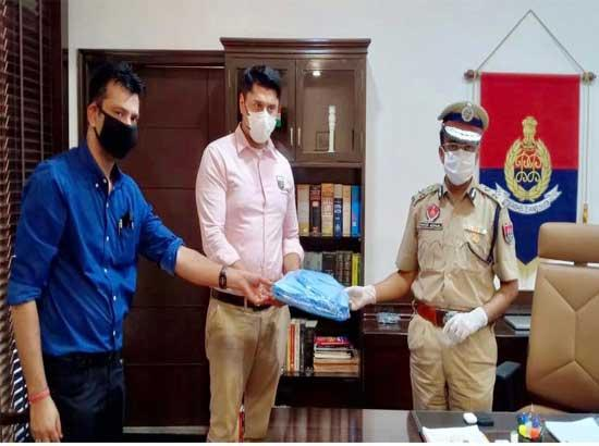 Chairman Punjab Youth Development Board hands over 100 PPE Kits to Police Commissioner Lud