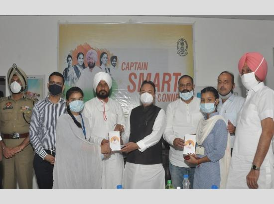 Channi gives away smartphones to 15 Class XII students under 'Punjab Smart Connect Schem