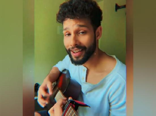 Siddhant Chaturvedi composes song to uplift fans amid COVID pandemic (Watch video)