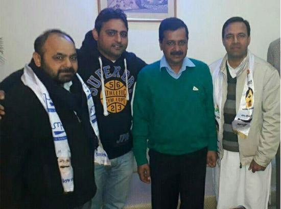 Senior Congress leaders Rajwinder Lucky and Ashok Sama join AAP