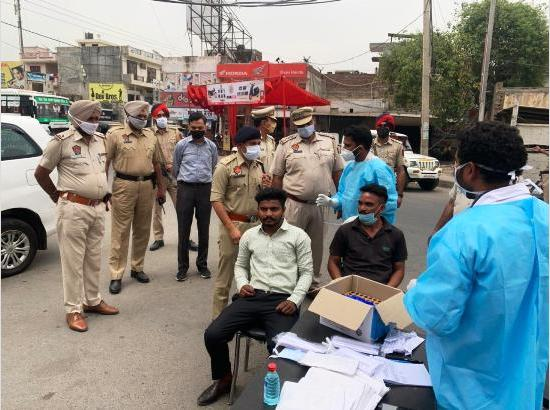 Ferozepur Police focus on testing Covid violators, distribute free masks
