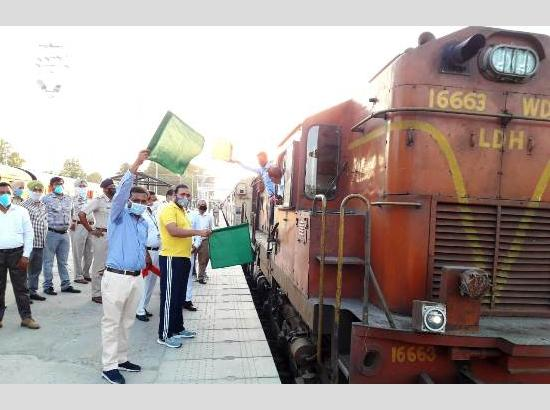 13th Shramik Express with 1,085 migrants on board chugs for Bihar from Ferozepur