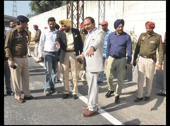 DC & CP step in for streamlining vehicular movement on PAP chowk
