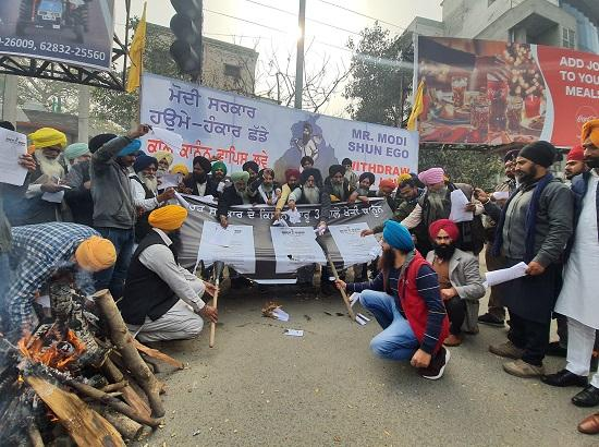 Dal Khalsa burnt 100 copies of farm laws, says nothing short of repeal is acceptable