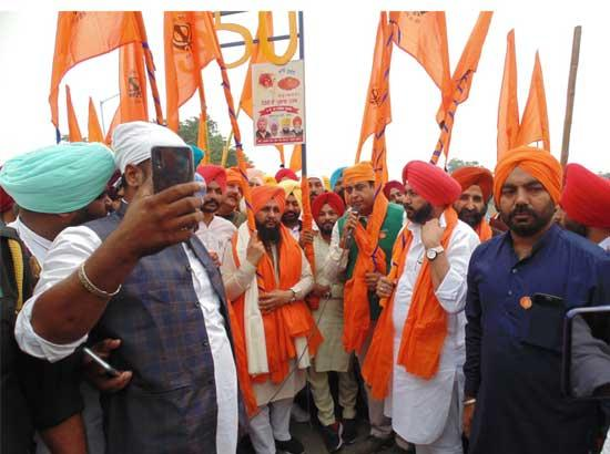 Five thousand devotees on hiking march from Zira reaches Sultanpur Lodhi