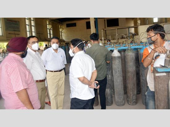 Mohali admn conducts surprise check at industry to check medical oxygen