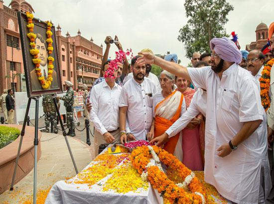CM Captain Amarinder Singh offering fl