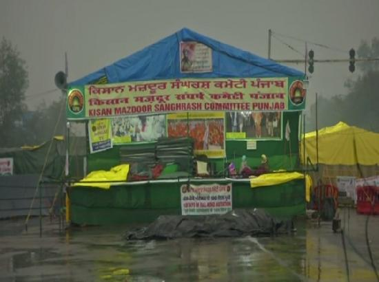 Protesting farmers make their tents waterproof amid heavy rainfall