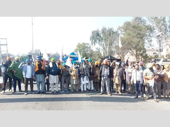 Farmers start moving back on tractors to join protest at Delhi borders