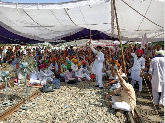 Farmers outfits protest continue on 2nd day, extends morcha up to Sept 29