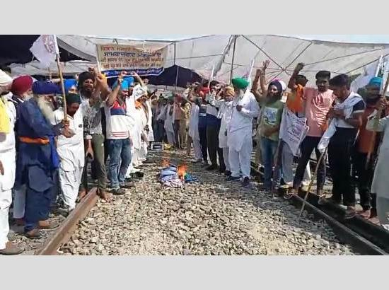 Farmers protest continue on 7th day on railway tracks, extend open invitation for debate o