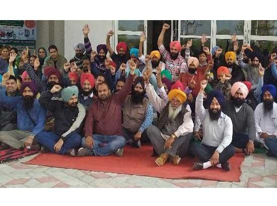 400 Employees of world University write to CM & SGPC to help in hour of crisis