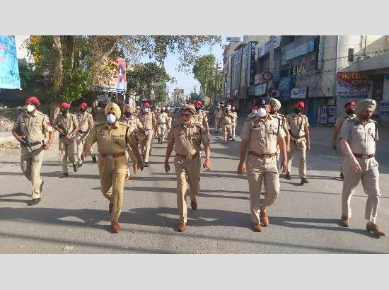 Amid Curfew-Coronavirus, Police conduct flag march in Ferozepur