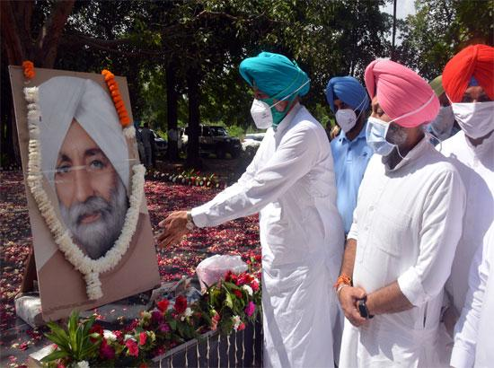 Floral Tributes paid on Sardar Beant Singh's death anniversary