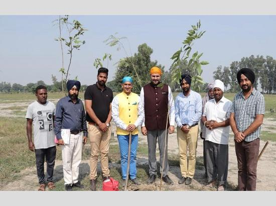 Drive of Planting 550 Flower Trees concludes