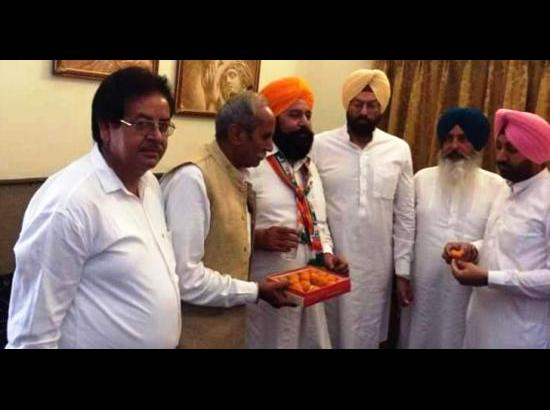 Ghubaya calls on Rana Sodhi at Ferozepur to seek support during LS polls
