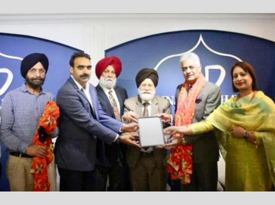 Sukhi Bath, founder Punjab Bhawan and Kavinder Chand, Poet honoured at Int'l Conference on Guru Nanak Dev at Canada
