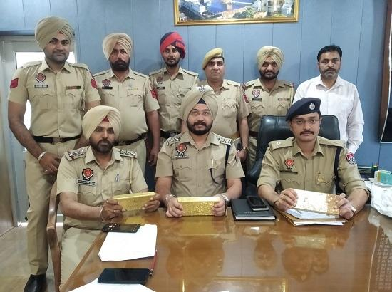 SAS Nagar Police recovered 26kg gold from SUV