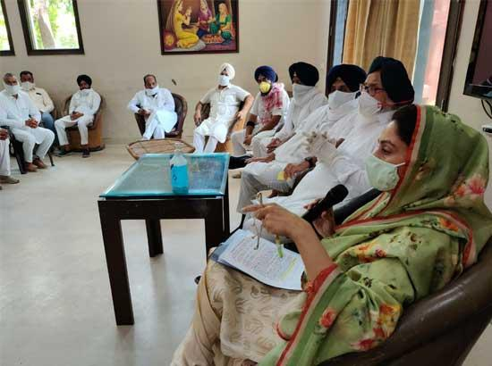 Harsimrat  tells kinnow growers her ministry will provide 50 per cent subsidy