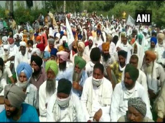 Farmers protesting peacefully, security tightened up at Singhu border