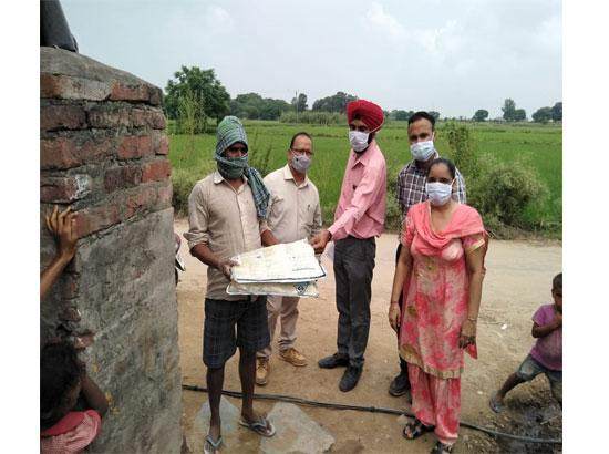 SAS Nagar:  Health teams distribute Mosquito nets in three villages