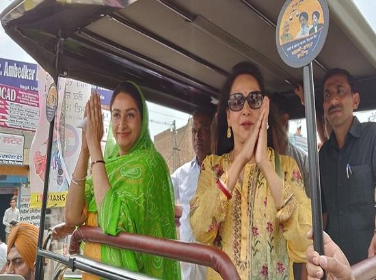 "Hema Malini joins road show, appeals  to vote for her ""sister"" Harsimrat"