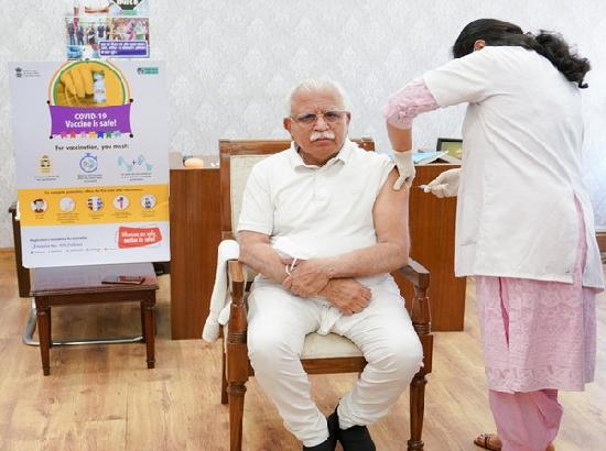 Khattar takes first dose of COVID-19 vaccine, urges people to do same