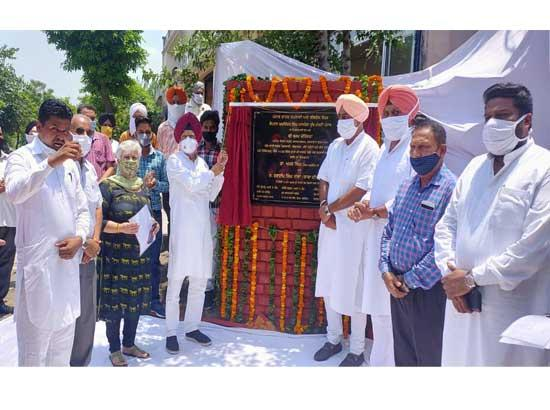 MP laid the foundation stone of Sewer and water supply Project worth Rs.12 Crore at Mandi
