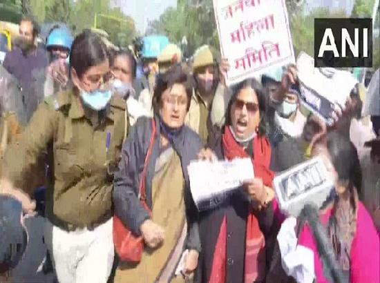 Protesters detained by Delhi Police near Shahidi Park area during 'chakka jam'