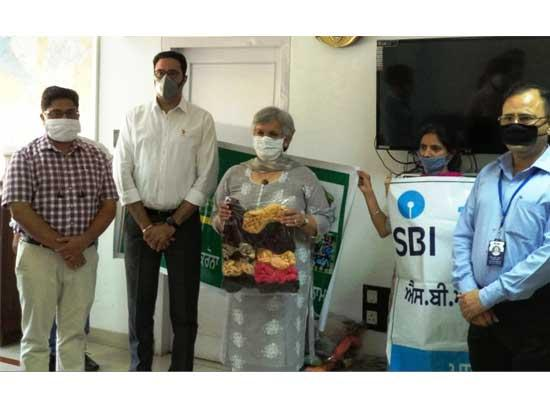 15000 quality Cotton Masks prepared by Self Help Groups of RSETI handed over to DC