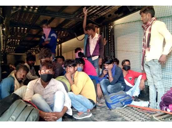 Migrant labourers persuaded to return from where they came