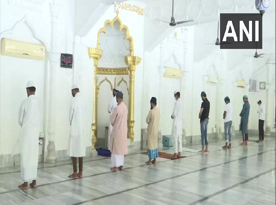 Friday prayer suspended in Lucknow mosque due to COVID situation